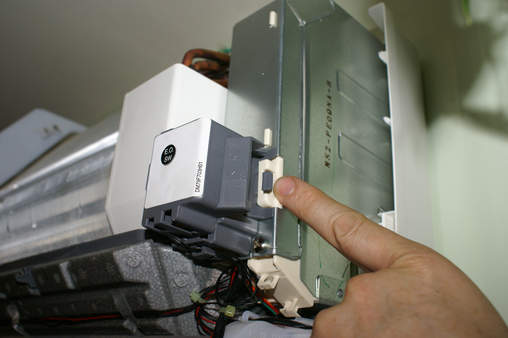 Adding a Programmable Thermostat to Mitsubishi Mr  Slim Heat